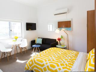 BOUTIQUE STUDIO APARTMENT ON BONDI BEACH, Sídney