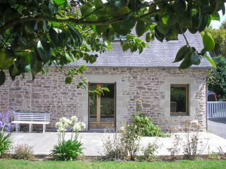 Beautiful stone house with garden, in Brittany, Allineuc