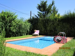Elegant ALOE VILLA, pool, sea view, near restaurants, shops, beaches, Rethymno.