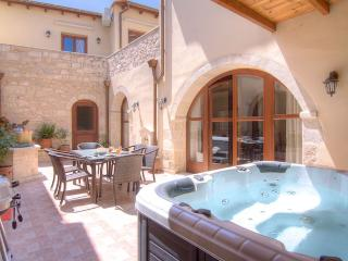 Askoutsi Manor, Jacuzzi & Privacy!