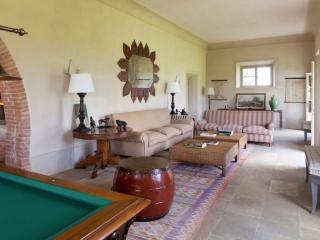 Il Serratone 9 Bedrooms Villa for 18 people, Gavorrano