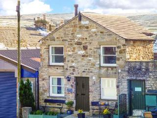 DIBBLE COTTAGE, character, en-suite, WiFi, romantic retreat in Reeth, Ref. 14675