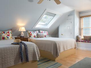 Center of town! - Large Room - Skylights! - Agatha, Provincetown