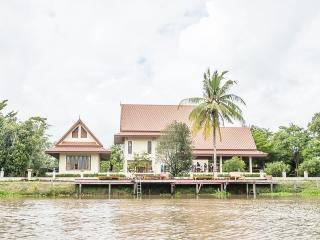 Tharnrarin Villa - Suphan Buri, Thailand