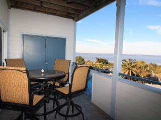 Savannah Beach & Racquet Club Condos - Unit C201 - Ocean Front - Swimming Pool - Tennis - FREE Wi-Fi, Tybee Island