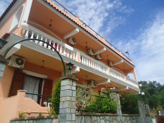 luxury apartment 4-5 persons, 400 meters from the beach, near the center