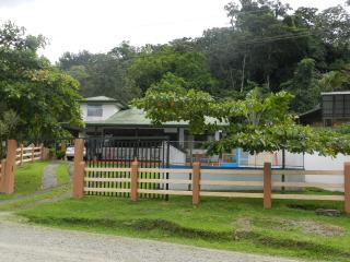Henri's House, La Fortuna de San Carlos