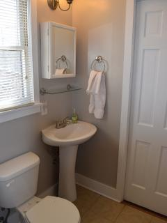 Full bathroom with tub/shower, toilet and sink