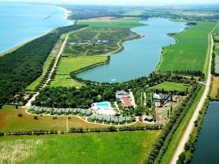 A pochi km c'è il lago delle Nazioni.....DA VEDERE!