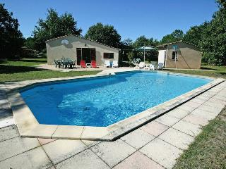 Medoc holiday cottage with pool, Carcans
