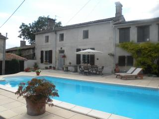 Maison Miche with private in-ground pool, Chaunay