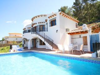 Seaview, A/C, free WiFi, heated pool, playground, Denia