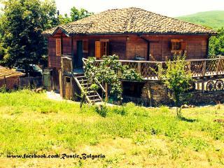 Pelican Farm House a Coastal Park Chalet +Barn, Sinemoretz