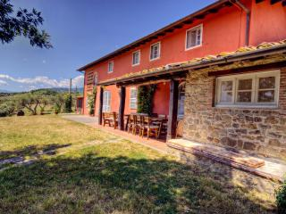Villa Il Gobbo: Huge Garden, Pool, Hot Tub, sleeps11+Kids welcome.