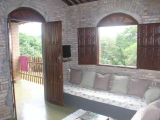 Casa do pequeno lago perto de Salvador