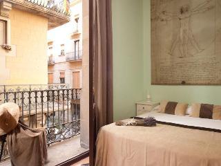 BORNE CENTER apartment, 5 mins walking to Ramblas!, Barcelona