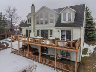 Amazing Lakefront Home Walking Distance to Ski Slopes!, McHenry