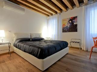 Lion 1 - Central two bedroom flat with lift, Venice