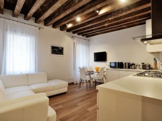 Lion 2 - Central two bedroom flat with lift, Venecia