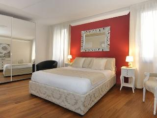 Ca'Rialtina - Bright, modern three bedroom apartment with a lot of space and near the Rialto's Market, Venice