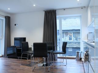Comfortable MoLi Shoreditch Sq. 2bed/1 bath Apt