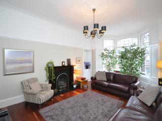 Stylish/spacious 2 bed apartment in west end, Glasgow