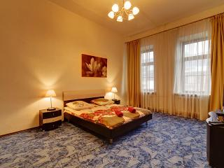 Cozy Flat near Moskovsky Railway Station