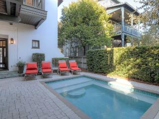 Roger's Cottage - Private Heated Pool & 1 Min to Beach - in Rosemary Beach!