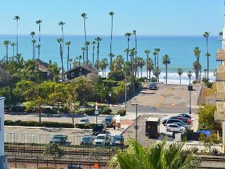 Oceanside White Water Ocean View Coastal Condominium, 1 Block to Beach