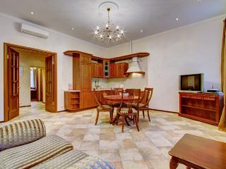 Elegant 2-bedroom apartment on Nevsky prospect, St. Petersburg