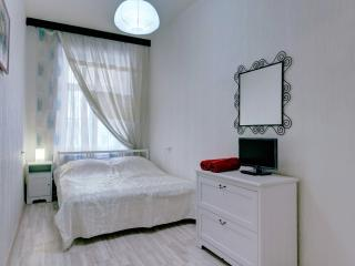 1 bedroom apt.Griboedova Canal Emb
