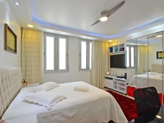 Apartamento luxuoso 2 Quartos  a uma quadra da Praia