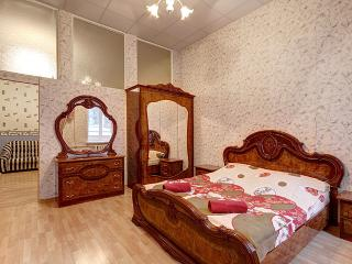 Cozy 2-room flat near the Hermitage(341)