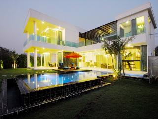 Aria Lake & Golf Villa, Samut Prakan