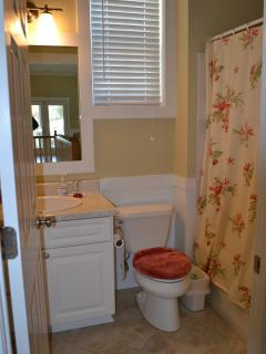 Upstairs bathroom with shower/tub combination