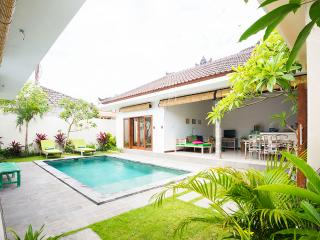 Luxurios Villa Myesh walking distance to Seminyak, Kerobokan