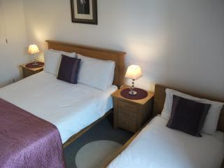 Bed and breakfast triple room, private facilities.