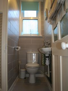 2nd Toilet / Cloakroom