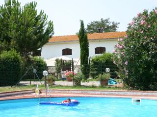 Il Granaio appartamenti con piscina 6 km dal mare