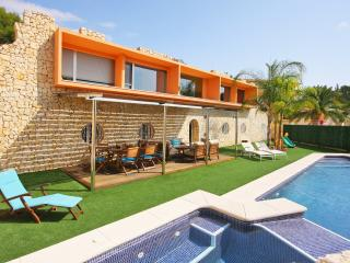 VILLA OASIS: close to sandbeach and town-center, Calpe