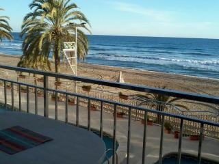 2nd floor, ocean-front, close Barcelona, 4-7pers, Calafell