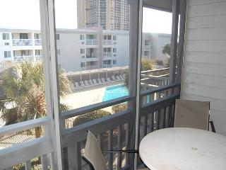 Pelican's Landing Vacation Unit with a Grill and Pool, Near the Beach, Myrtle Beach