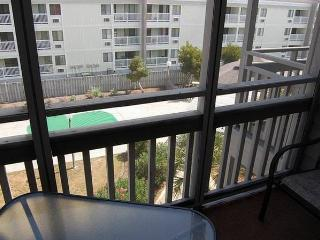 Pelican's Landing 3 Bedroom Vacation Home with a Pool, Myrtle Beach