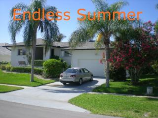Waterfront, Pool, 1.2 mi to beach Endless Summer, Marco Island