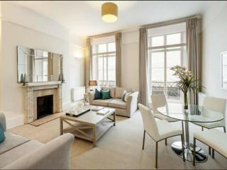 LIVE LUXURIOUSLY BY THE QUEEN!, Londra