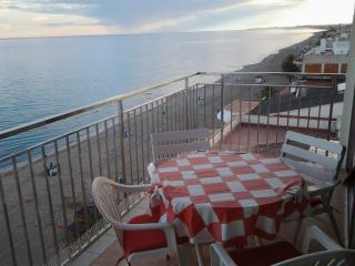 9th floor, ocean-front, fantastic views, 4-8 pers, Calafell