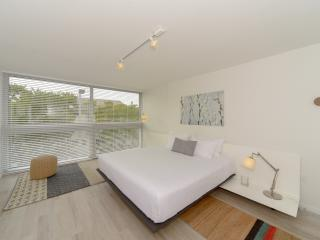 Contemporary 1 Bdrm 1 Bath in New 3-Story Bldg, Key Biscayne