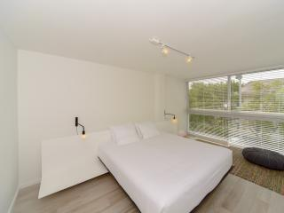 Contemporary 1 Bdrm 1 Bath, Key Biscayne