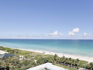 Ocean View Stunner! Two Bedroom with Balcony, Miami