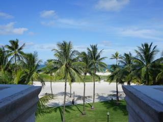 Amazing Location! 3 Bedroom Ocean Drive Penthouse w/Huge Terrace & Ocean Views, Miami Beach